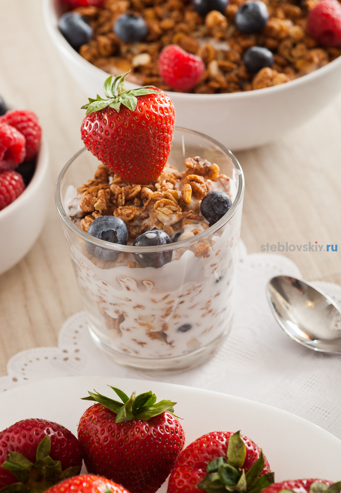muesli with berries